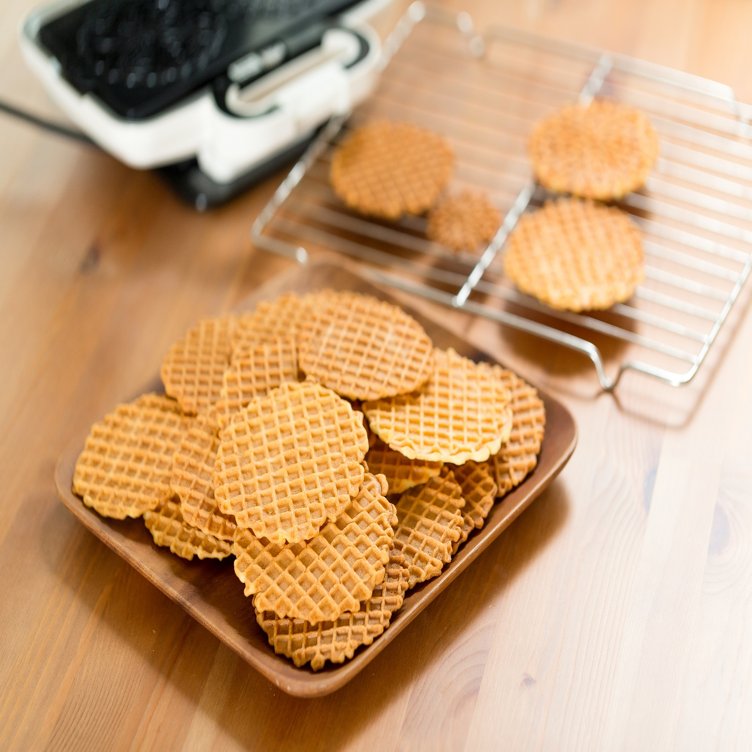 use pizzelle maker to make pizzelle