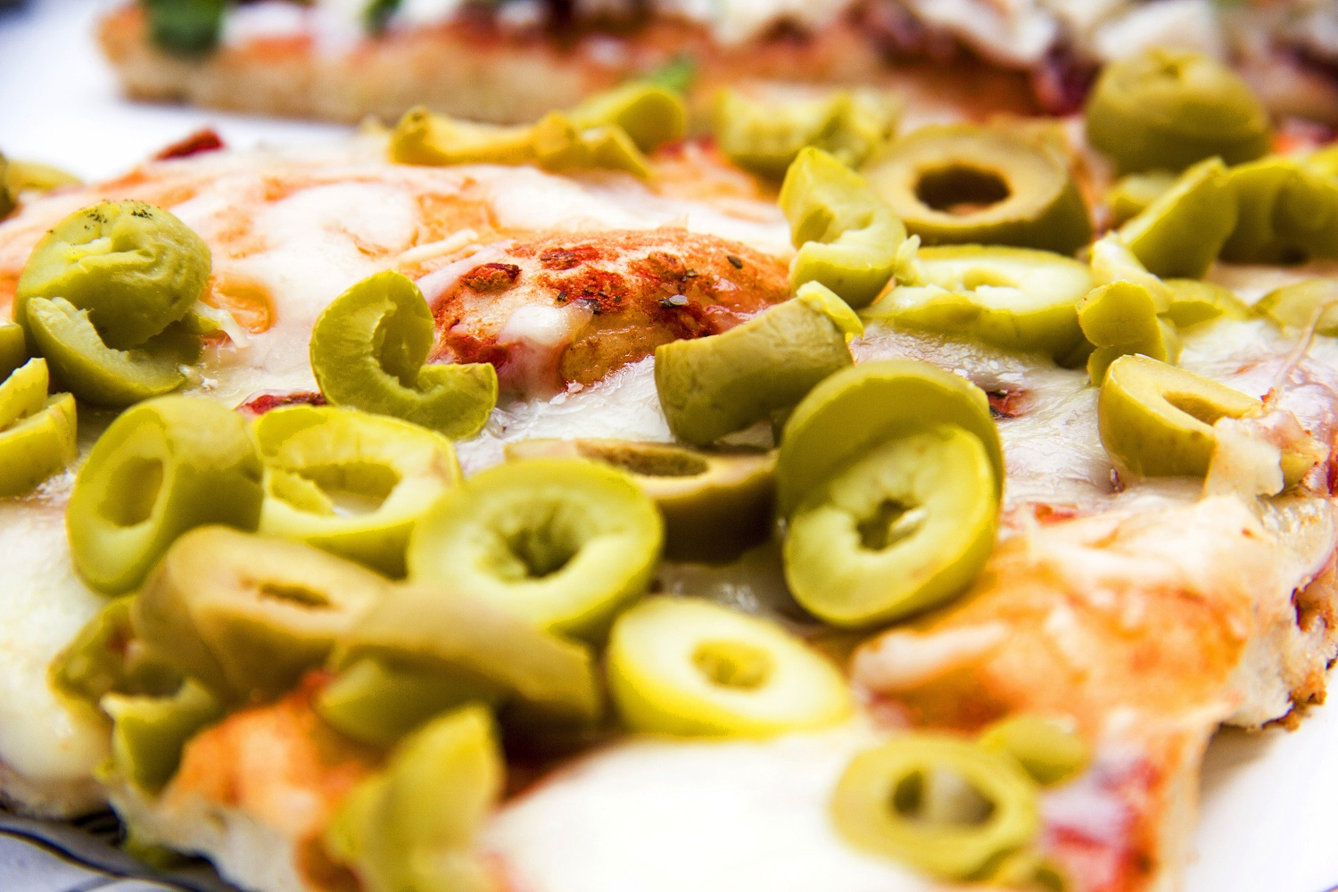 green-olives-pizza