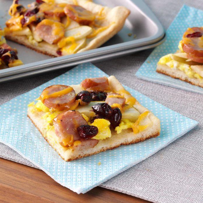 Maple cran apple breakfast pizza