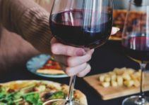 What Wine Goes With Pizza – 14 Best Wine With Pizza