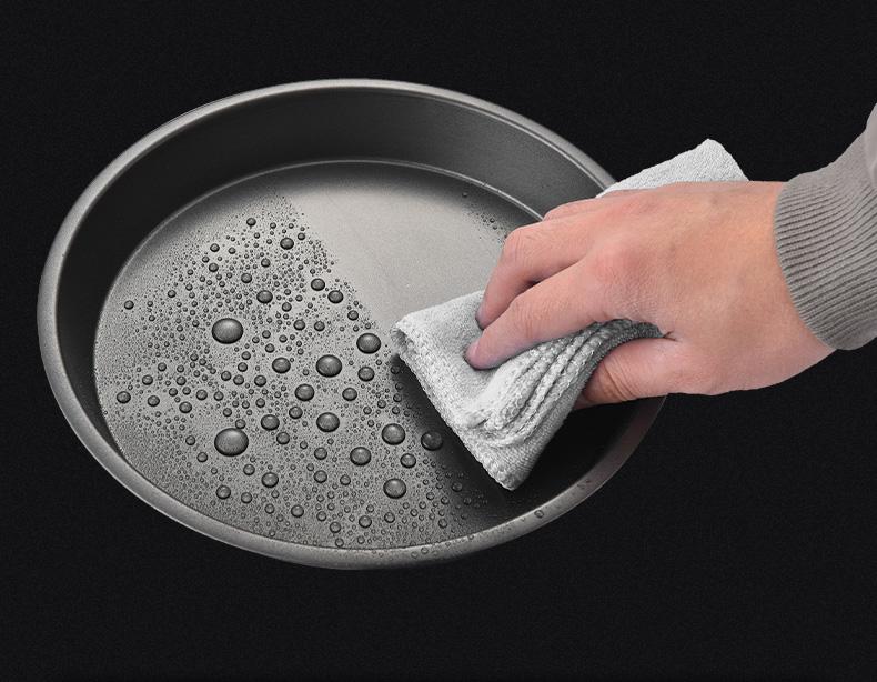 clean Pizza Pan