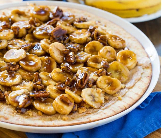 banana-foster-dessert-pizza