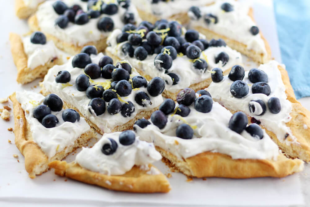blueberry-cheesecake-dessert-pizza