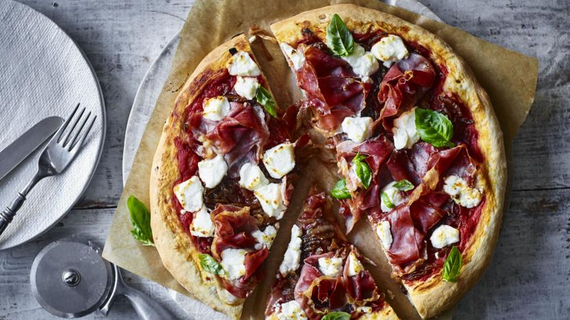 caramelized-onions-and-goat-cheese-pizza
