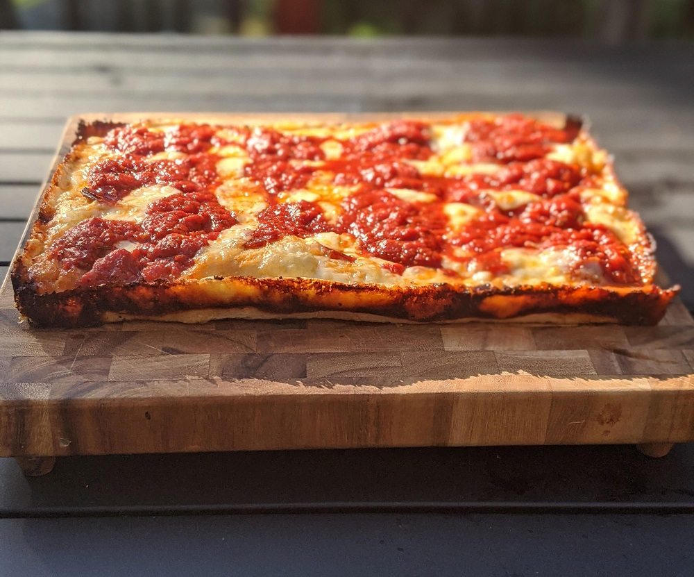 detroit-style-pizza-on-the-wood-board