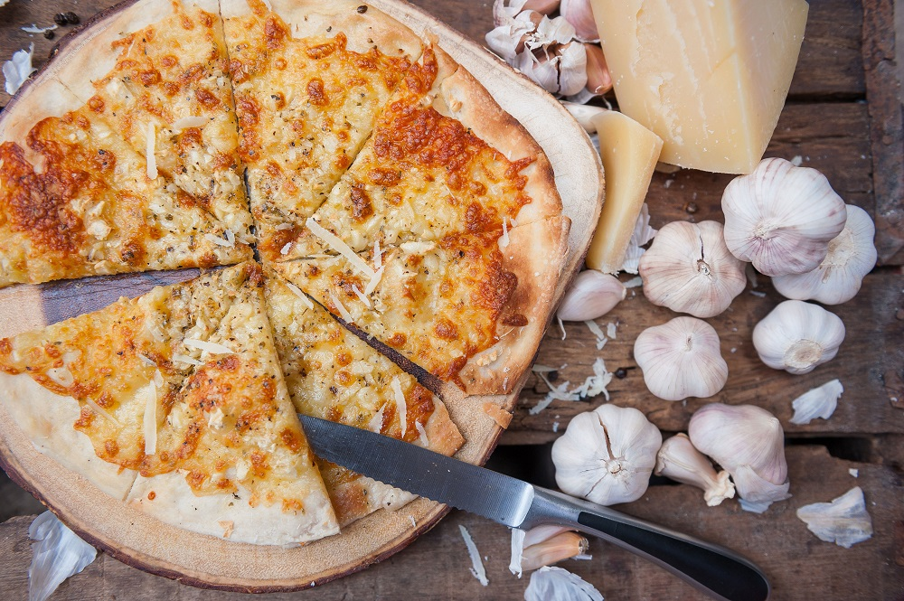 Garlic and pizza