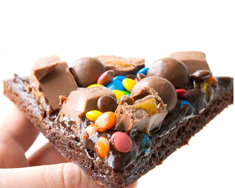 m-and-m-chocolate-brownie-pizza