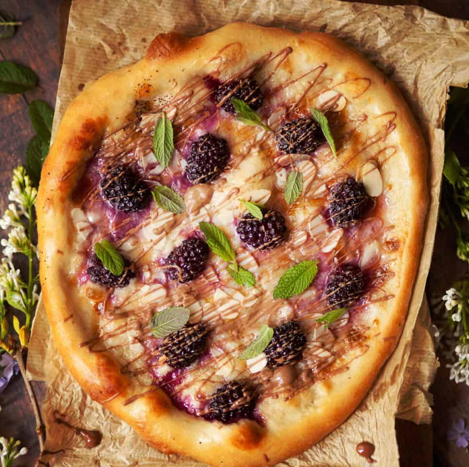 sweet-pizza-with-mascarpone-and-blackberries