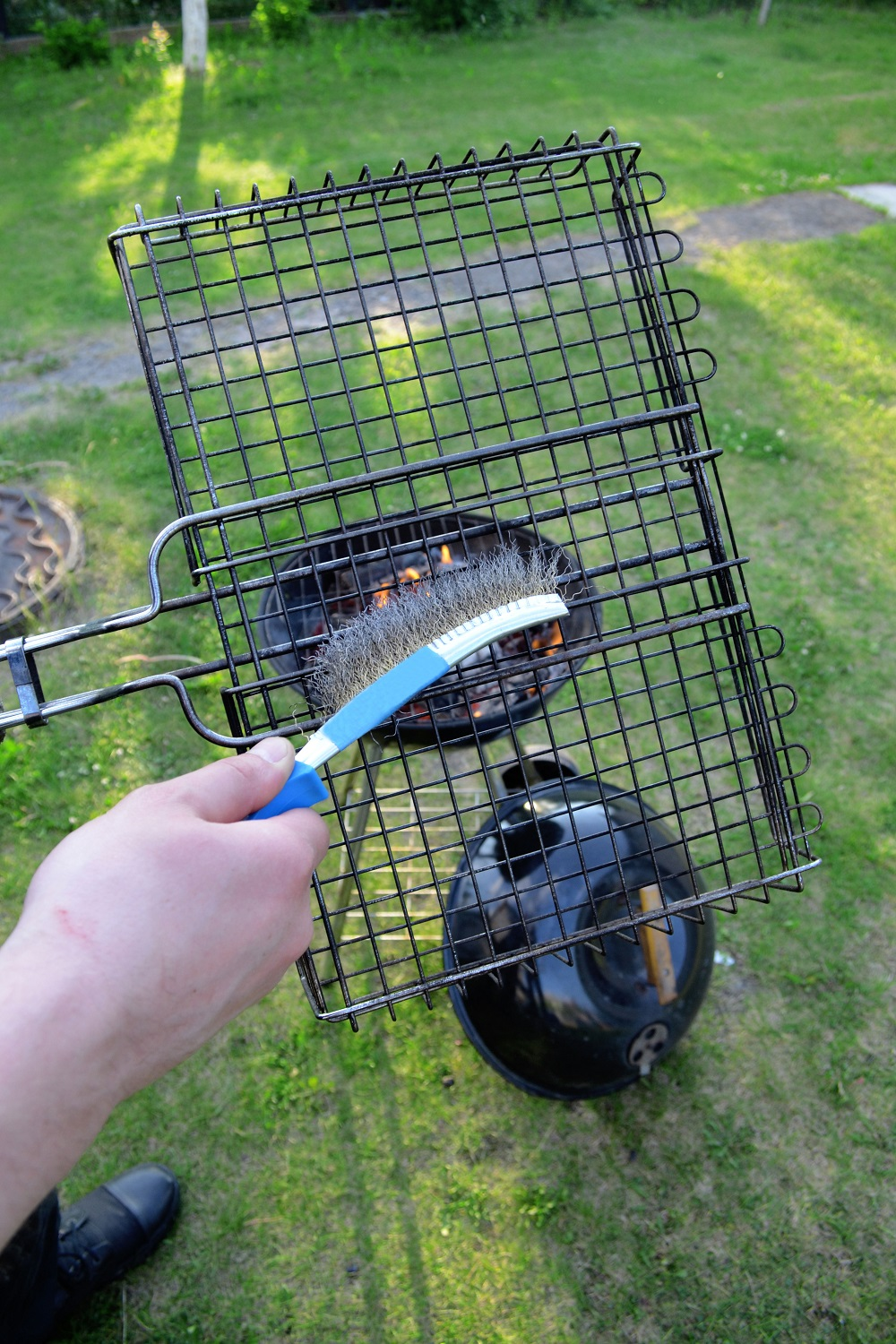 using-the-grill-brush