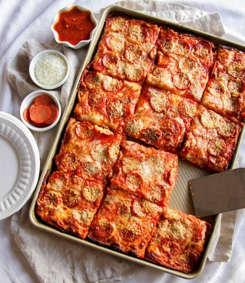 Roasted vegetable sheet pan pizza